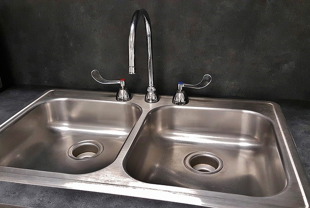 A Thicker Walled Kitchen Sink (lower Stainless Steel Gauge) Will Bow Less  When You Suddenly Drain The Water From A Pot On The Stove Because The Sheet  Metal ...